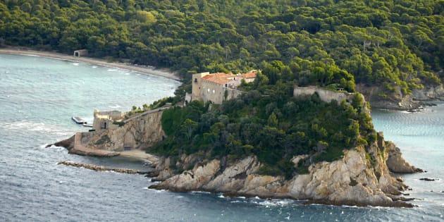 L'Élysée donne le prix que coûtera la piscine des Macrons au fort de Bregançon.