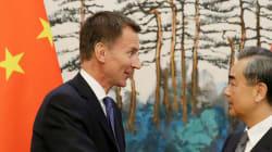 En Chine, le nouveau ministre des Affaires étrangères britannique présente sa femme chinoise comme