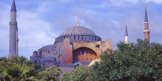 L'édifice de Sainte-Sophie est considére par certains comme la huitième merveille du monde ; plus de 3 millions de visiteurs l'ont visité en 2014.