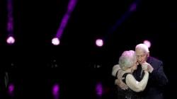 L'ovazione ai mondiali per questi 2 pensionati che ballano il tango dimostra che la passione non ha