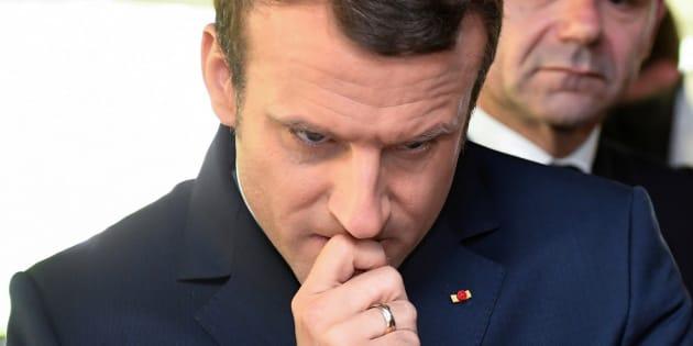 Emmanuel Macron lors de sa visite au Centre régional de surveillance et de sauvetage atlantique (Cross) d'Etel (Morbihan).