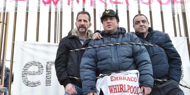 Presidio dei lavoratori Embraco davanti all'azienda a Riva Presso Chieri Torino, 20 febbraio 2018 ANSA/ALESSANDRO DI MARCO