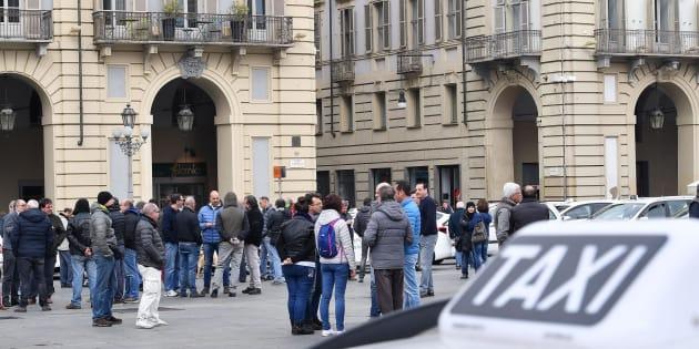 Sciopero dei taxi martedì 21 novembre: blocco fino alle 22