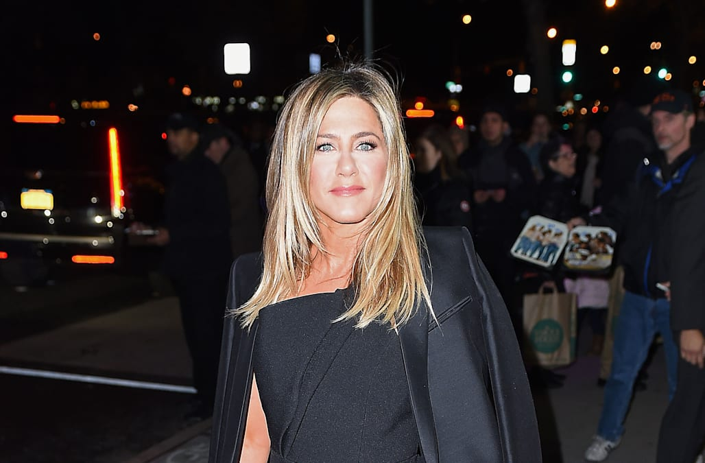 Oops! Jennifer Aniston forgot to take tag off her designer coat at ...