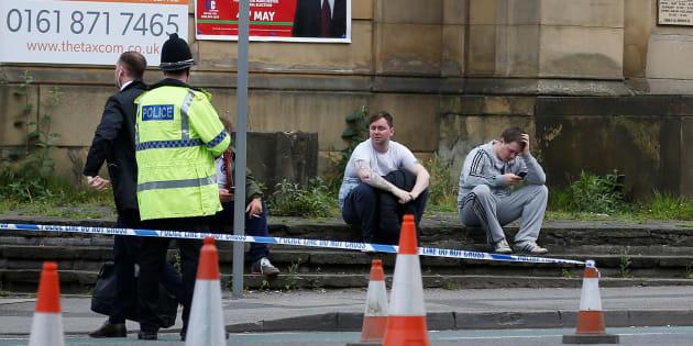 Des policiers près du Manchester Arena, le 23 mai.