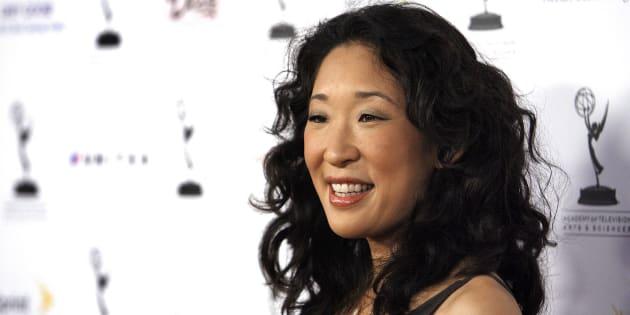 """Sandra Oh fait son grand retour avec """"Killing Eve"""" et affirme avoir été """"conditionnée"""" par le racisme d'Hollywood"""