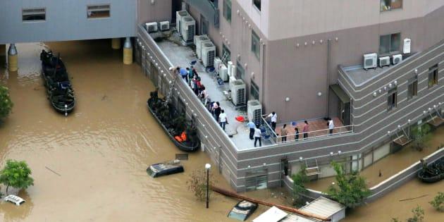 Au Japon, au moins 100 morts à cause des inondations et des pluies torrentielles.