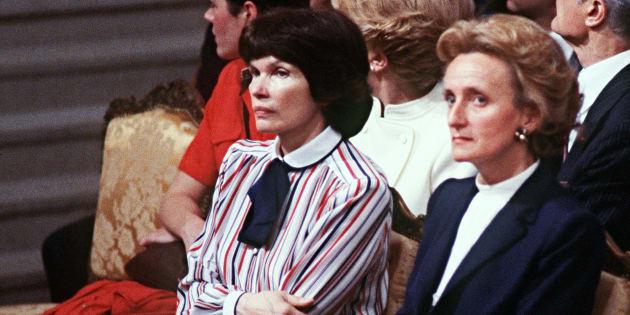 Les premières dames (ici Danielle Mitterrand et Bernadette Chirac) choisissent toujours des causes consensuelles
