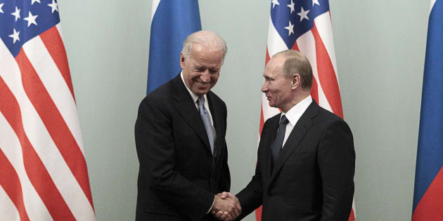 Russian Prime Minister Vladimir Putin (R) shakes hands with U.S. Vice President Joe Biden during their meeting in Moscow March 10, 2011. Biden is on the second day of an official visit, meeting top officials in the Russian capital.  REUTERS/Alexander Natruskin (RUSSIA - Tags: POLITICS)