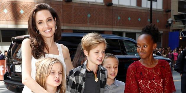 Jolie deve far vedere di più i figli a Pitt: la decisione de