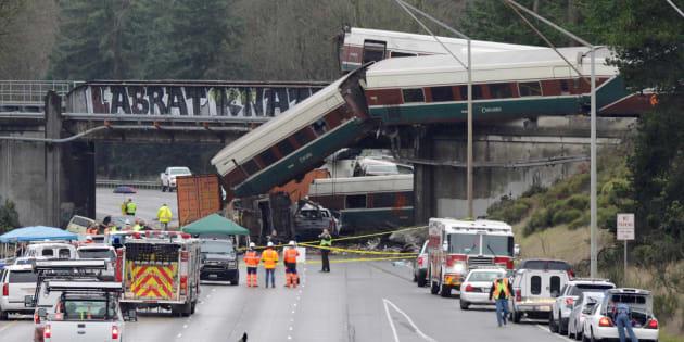 Le train qui a déraillé dans l'État de Washington roulait à 128 km/h au lieu de 48 km/h