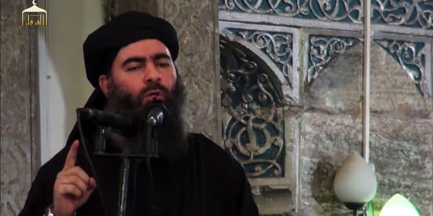 """Abou Bakr Al-Baghdadi - ici le 4 juillet 2014 - appelle Daech à """"tenir"""" Mossoul et détruire les villes occidentales"""