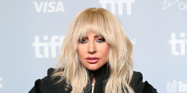 Lady Gaga se transforme en elfe coquin du Père Noël