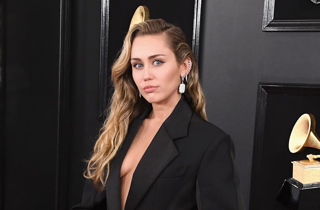 Grammys 2019: Miley Cyrus stuns in oversized suit - AOL ...