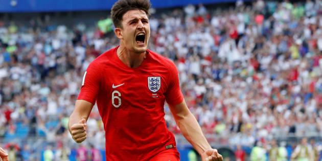 Harry Maguire comemora seu gol diante da Suécia.