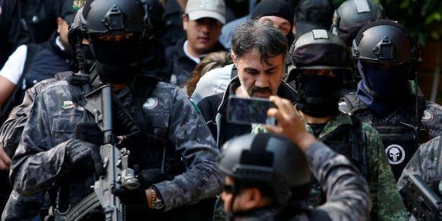 Dámaso López, el Licenciado, es escoltado en mayo de 2017.