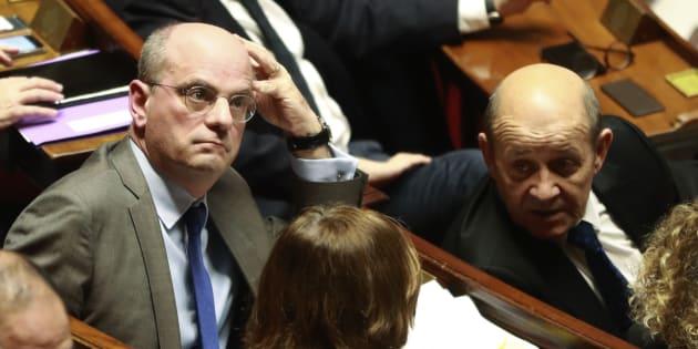 Jean-Michel Blanquer, ici à côté de Jean-Yves Le Drian lors d'une séance de Questions au gouvernement, verra sa loi adoptée en première lecture.