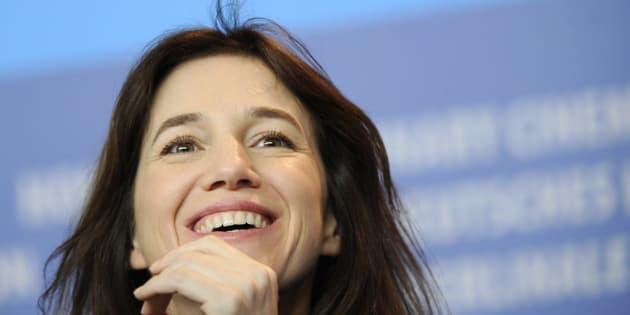 """Charlotte Gainsbourg sort le clip de son nouveau titre """"Ring-A-Ring O' Roses""""."""