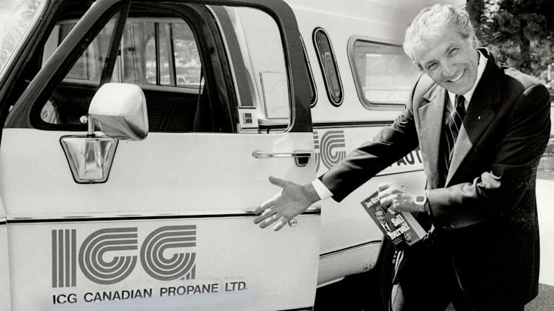 Internet Car Sales >> 1970s Guinness Record Car Salesman Challenges The New Car Sales King