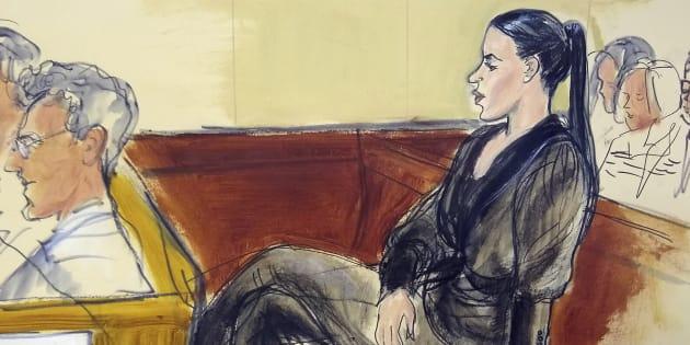 Emma Coronel Aispuro, esposa de Joaquín 'el Chapo' Guzmán, en la sala de la corte el pasado 13 de noviembre, en un dibujo distribuido a los medios.