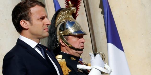 Le Président Emmanuel Macron devant le Palais de l'Elysée à Paris, le 12 juin 2017.