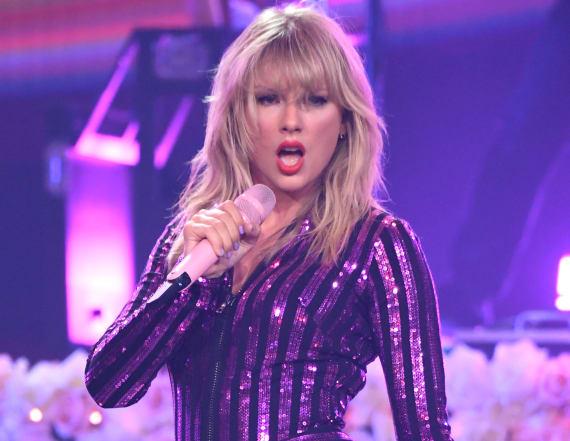 Taylor Swift emphasizes telling lyrics at concert