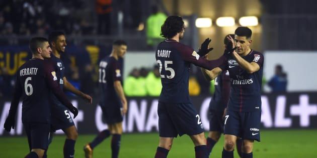 Malgré un nouveau bug de la goal-line technology, le PSG en demi-finale de coupe de la Ligue.