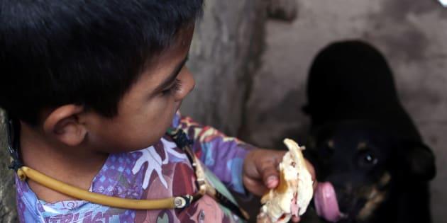 Un niño en el municipio argentino de Quilmes.
