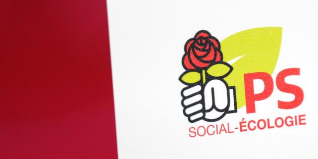 Le logo du Parti socialiste au siège du parti, rue de Solferino. REUTERS/Benoit Tessier