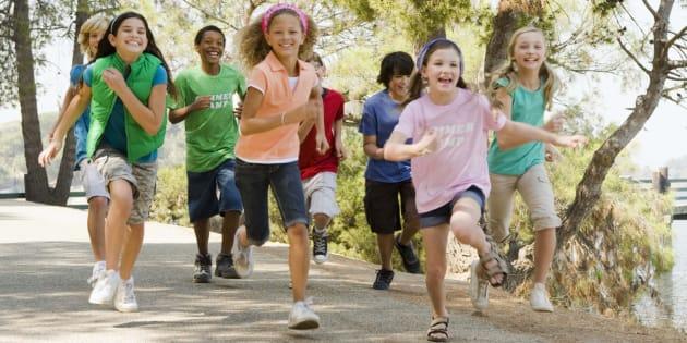Des enfants courent !