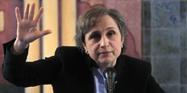 Para muchos usuarios de redes sociales, el regreso de Carmen Aristegui a la radio significa un triunfo frente al gobierno de Enrique Peña Nieto.