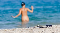 Stop alla spiaggia nudista: