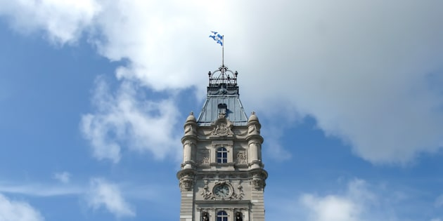 Sachant que les Québécois sont largement pour la Loi sur la neutralité de l'État, les partis de l'opposition ont intérêt, à un an des élections provinciales, à ne pas trop attaquer le gouvernement sur les enjeux entourant cette loi.