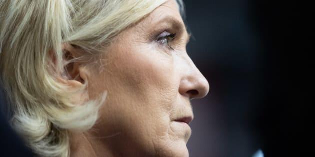 """Rassemblement National: La justice saisit 2 millions d'euros, Marine Le Pen dénonce un """"assassinat"""""""