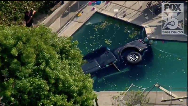 San Diego Ford >> 2017 Ford F 150 Raptor Takes Dip In San Diego Pool Autoblog