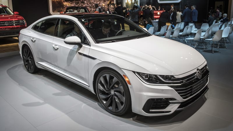 vw to offer 2019 arteon in r line package autoblog. Black Bedroom Furniture Sets. Home Design Ideas