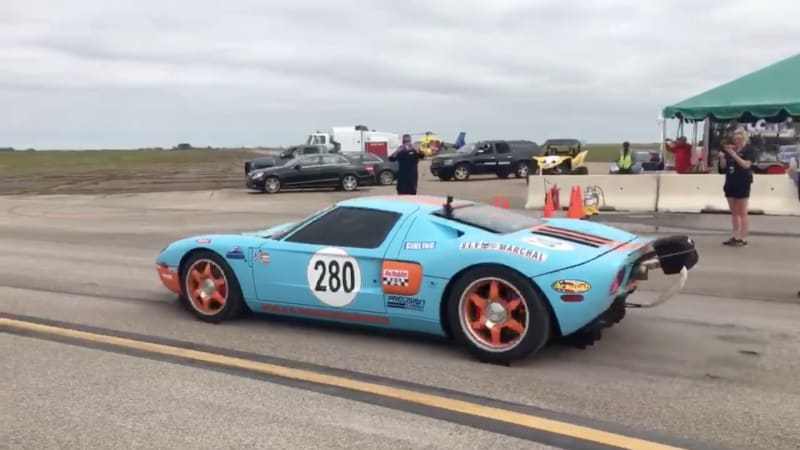 A nearly 300mph twinturbo Ford GT sets a standingmile record