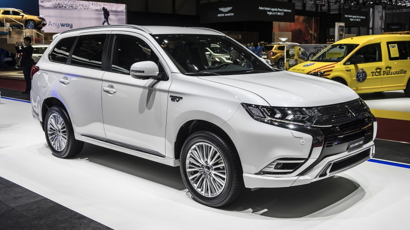 mitsubishi outlander plug in hybrid gets big powertrain improvements autoblog. Black Bedroom Furniture Sets. Home Design Ideas