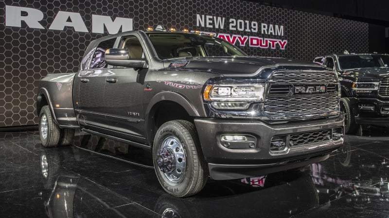 605d512c 2019 Ram Heavy Duty gets new face, 1,000 lb-ft Cummins and the towing crown