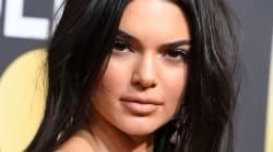 Kendall Jenner ai Golden Globes con il volto segnato dall'acne. Molti la criticano, lei li mette a tacere