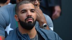 Drake s'est fait tatouer une chanteuse sur les cotes (devinez