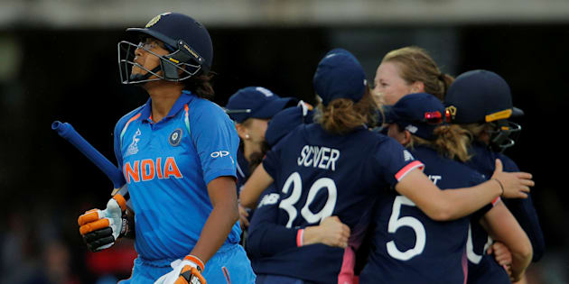 Cricket - Women's Cricket World Cup Final - England vs India - London, Britain - July 23, 2017   England's Anya Shrubsole celebrates with team mates after bowling out India's Jhulan Goswami   Action Images via Reuters/Andrew Couldridge