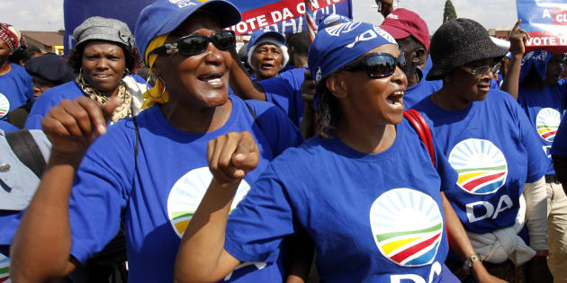 Democratic Alliance (DA) supporters chant slogans during an election campaign in Soweto May 6, 2011.