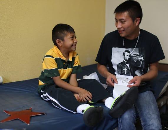US still has 2,000-plus migrant families to reunite