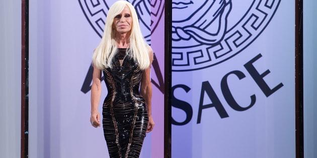 """Versace """"in vendita a un gruppo Usa per 2 miliardi di d"""
