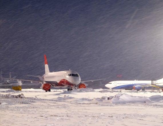 Storms set to thrash U.S., disrupting holiday travel