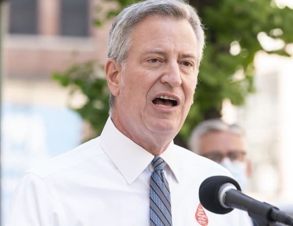 NYC mayor defends police after video emerges