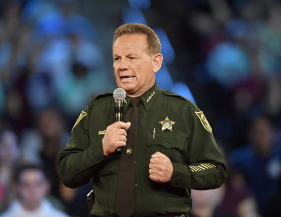 Tapper grills local Fla. sheriff on school shooting