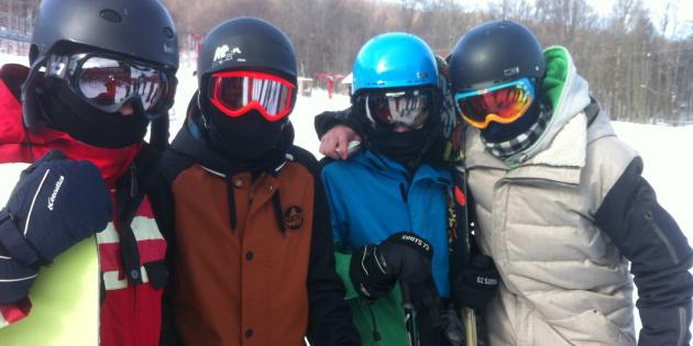 Difficile de se reconnaître avec le look « momie » sur les pistes de ski alpin ces jours-ci.