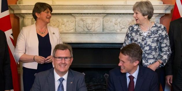 La signature de l'accord à Londres le 26 juin 2017.